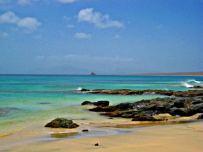 Sullo sfondo l'isolotto di Raso e appena visibile, l'isola di S.Vicente