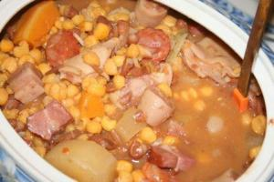 La Cachupa, una saporita zuppa di mais e fagioli con carne o pesce